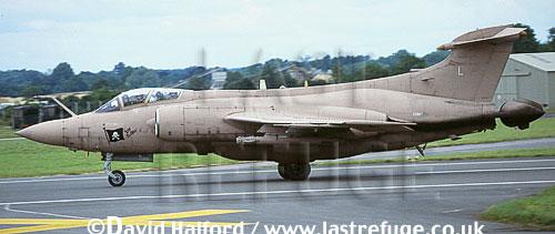 Blackburn Buccaneer S.2B / S-2B / S2B, (L), 237 CCU, RAF, desert pink, landing, Royal International Air Tattoo (RIAT), RAF Fairford, UK, July 1991