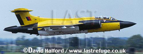Buccaneer S.2B / S-2B / S2B, MoD's A&AEE, black and yellow, taking off, Royal International Air Tattoo (RIAT), RAF Fairford, UK, July 1991