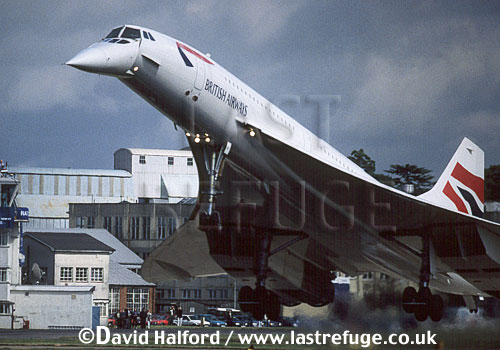 Aerospatiale/British Aircraft Corporation (BAC) or British Aircraft Corporation (BAC)/Aerospatiale Concorde SST, Aerospatiale / British Aircraft Corporation (BAC) or British Aircraft Corporation (BAC) / Aerospatiale Concorde SST, British Airways, landing, Farnborough, UK, September 1998