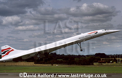Aerospatiale/British Aircraft Corporation (BAC) or British Aircraft Corporation (BAC)/Aerospatiale Concorde SST, Aerospatiale / British Aircraft Corporation (BAC) or British Aircraft Corporation (BAC) / Aerospatiale Concorde SST, British Airways, taking off, Royal International Air Tattoo (RIAT), RAF Fairford, UK, July 1998