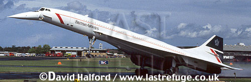 Aerospatiale/British Aircraft Corporation (BAC) or British Aircraft Corporation (BAC)/Aerospatiale Concorde SST, Aerospatiale / British Aircraft Corporation (BAC) or British Aircraft Corporation (BAC) / Aerospatiale Concorde SST, British Airways, landing, Farnborough, UK, September 1994