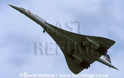 Aerospatiale/British Aircraft Corporation (BAC) or British Aircraft Corporation (BAC)/Aerospatiale Concorde SST, Aerospatiale / British Aircraft Corporation (BAC) or British Aircraft Corporation (BAC) / Aerospatiale Concorde SST, underside view, British Airways, flying, International Air Tattoo (IAT), RAF Fairford, UK, July 1987