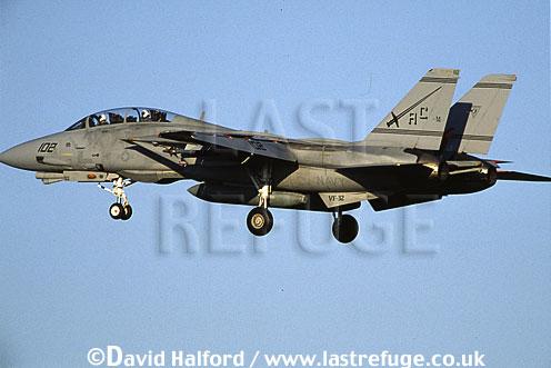 Grumman F-14D / F.14D / F14D Tomcat, (AC/102), VF-32 'Swordsmen', US Navy (USN), landing, Naval Air Station (NAS) Oceana, Virginia (VA), USA, May 2002