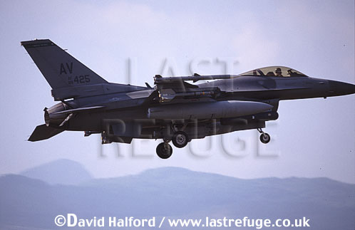 Lockheed (General Dynamics) Lockheed-Martin Lockheed-Martin F-16C / F.16C / F16C Fighting Falcon, (AV/88425), 31st FW, USAFE, landing, Aviano Air Force Base (AFB), Italy, May 1999