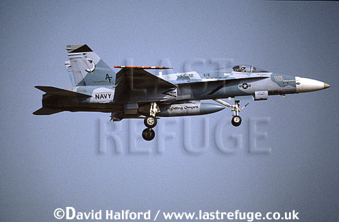 Boeing (McDonnell Douglas) F/A-18C / FA.18C / FA18C Hornet, (06), VFC-12 'Fighting Omars', aggressor squadron, US Navy (USN), landing, Naval Air Station (NAS) Oceana, Virginia (VA), USA, May 2001