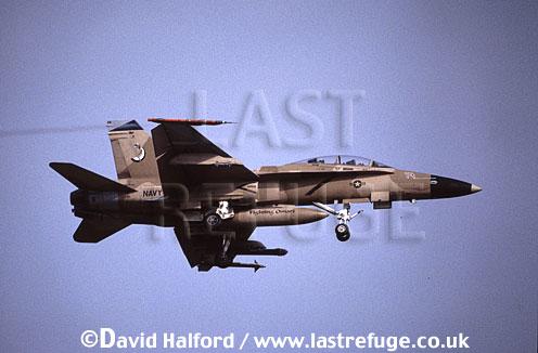 Boeing (McDonnell Douglas) F/A-18D / FA.18D / FA18D Hornet, (110), VFC-12 'Fighting Omars', aggressor squadron, US Navy (USN), landing, Naval Air Station (NAS) Oceana, Virginia (VA), USA, May 2001