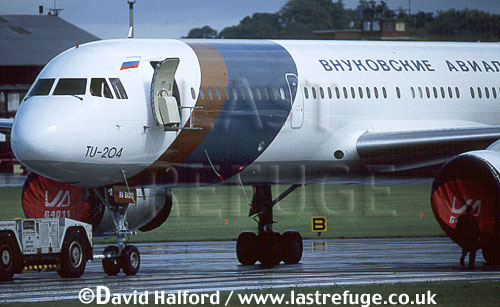 Tupolev Tu-204 / Tu.204 / TU204, Vnukovo Airlines, towed, Farnborough, September 1994