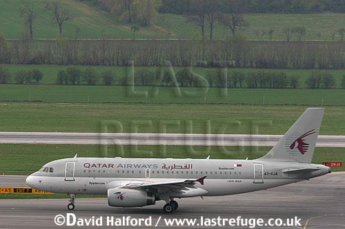 Airbus A.319-100LR (A7-CJA) of Qatar Airways taxying at Flughafen Wien, Vienna's Schwechat Airport, Austria / April 2005