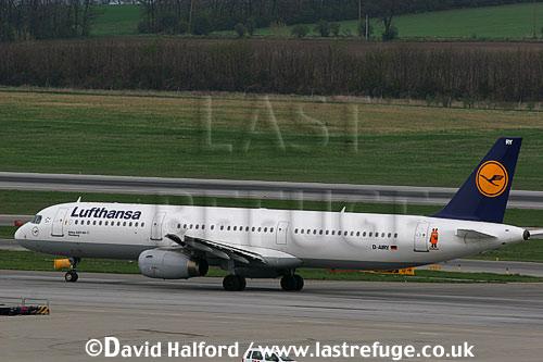 Airbus A.321-100 (D-AIRY) of Lufthansa taxying at Flughafen Wien, Vienna's Schwechat Airport, Austria / April 2005
