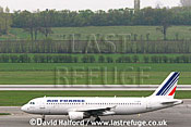 Airbus A.320-214 (F-GKXI) of Air France taxying at Flughafen Wien, Vienna's Schwechat Airport, Austria / April 2005