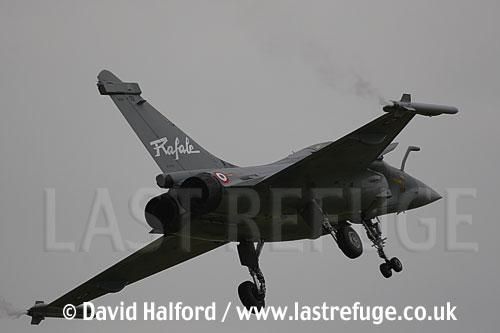 Dassault Dassault Rafale B (301) in French Air Force markings landing at the Salon de l'Aviation (Paris Air Show), Le Bourget, Paris, France - June 2005