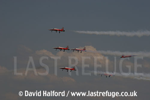 Northrop F-5E Tiger IIs x5 of Patrouille Suisse flying-03, Cazaux, June 2005