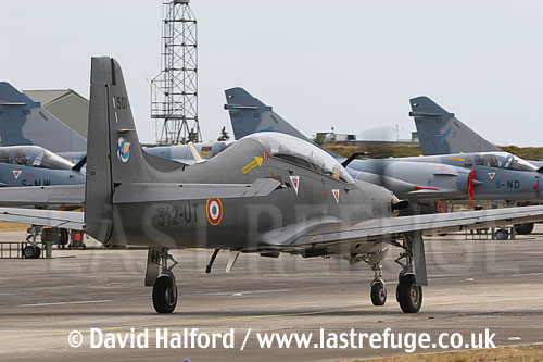 Embraer Tucano (501 - 301-UT) taxying-01, Cazaux, June 2005