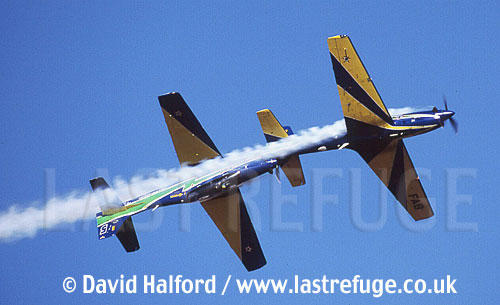 Embraer T-27 Tucanos x2 - Brazilian AF's Esq. da Fumaca flying - FIDAE, Los Cerillos, Santiago, Chile / March 2004