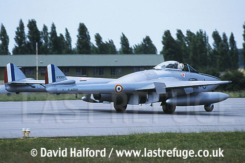De Havilland Vampire FB.50 (F-AZOO) landing / Evreux Air Force Base, France / June 2003