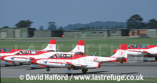 P.Z.L. Mielec TS-11 Iskras x4 of Polish Air Force's Team Iskry taking off / Royal International Air Tattoo (RIAT) / RAF Cottesmore, U.K. / UK / July 2001 (TBC)