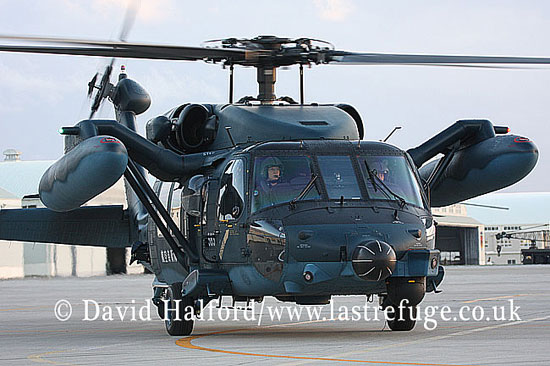 Search and Rescue Combat aircraft: Mitsubishi (Sikorsky) UH-60J (68-4583), Naha Kyunantai, JASDF, Naha AB, Okinawa, Japan, December 2008_0054