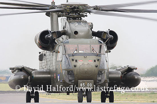 Large military transports: Sikorsky CH-53G (85+00), Heer, ILA Airshow, Berlin-Schoenefeld, Germany, May 2008_0004
