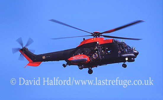 Medium military transports: Aerospatiale Hkp10-Super Puma (10405-95), Ronneby, Sweden, 08-2004_0001 (transparency)