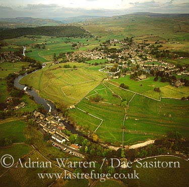 Grassington and River Wharfe, Wharfedale, Yorkshire Dales, Yorkshire, England