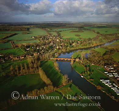 Clifton Hampden Bridge and River Thames, Clifton Hampden, Oxfordshire, England