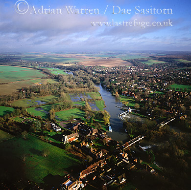 Goring and River Thames, Oxfordshire, England