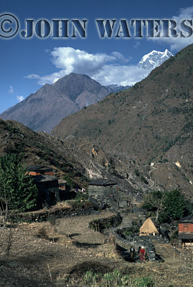 Small hamlet on trail down to Kali Gandaki river valley, Nepal, Asia